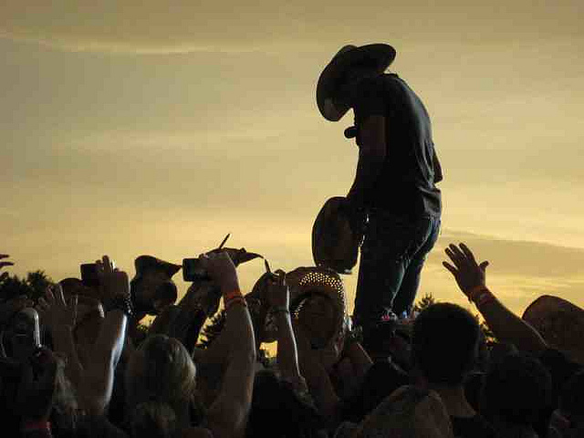 Country Thunder 2011 Kicks Off