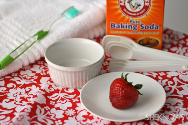 diy-teeth-whitener-with-strawberries
