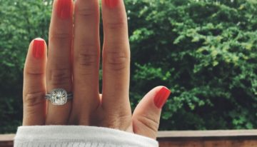 A Girls Guide to Taking the Perfect Engagement Ring Selfie