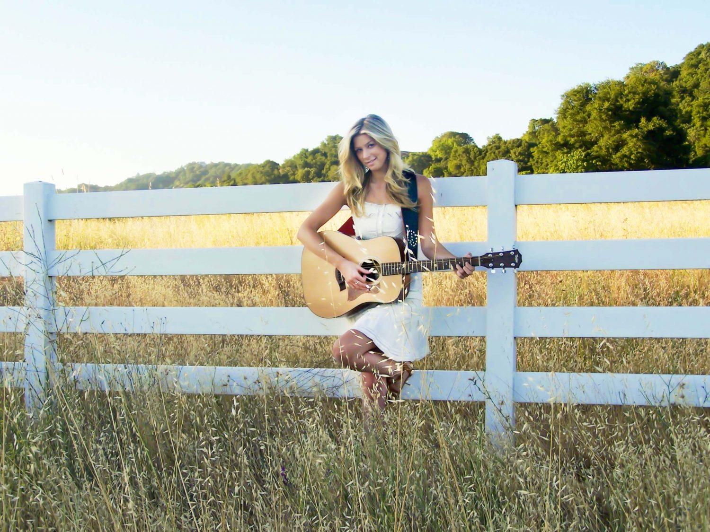 VOTE for Singer and Songwriter Lindsay Bruce