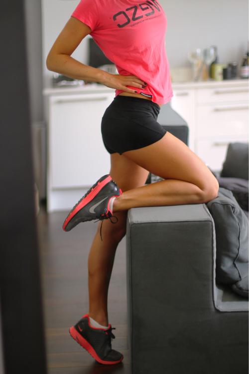 zhenshini-sportivnie-nogi-foto