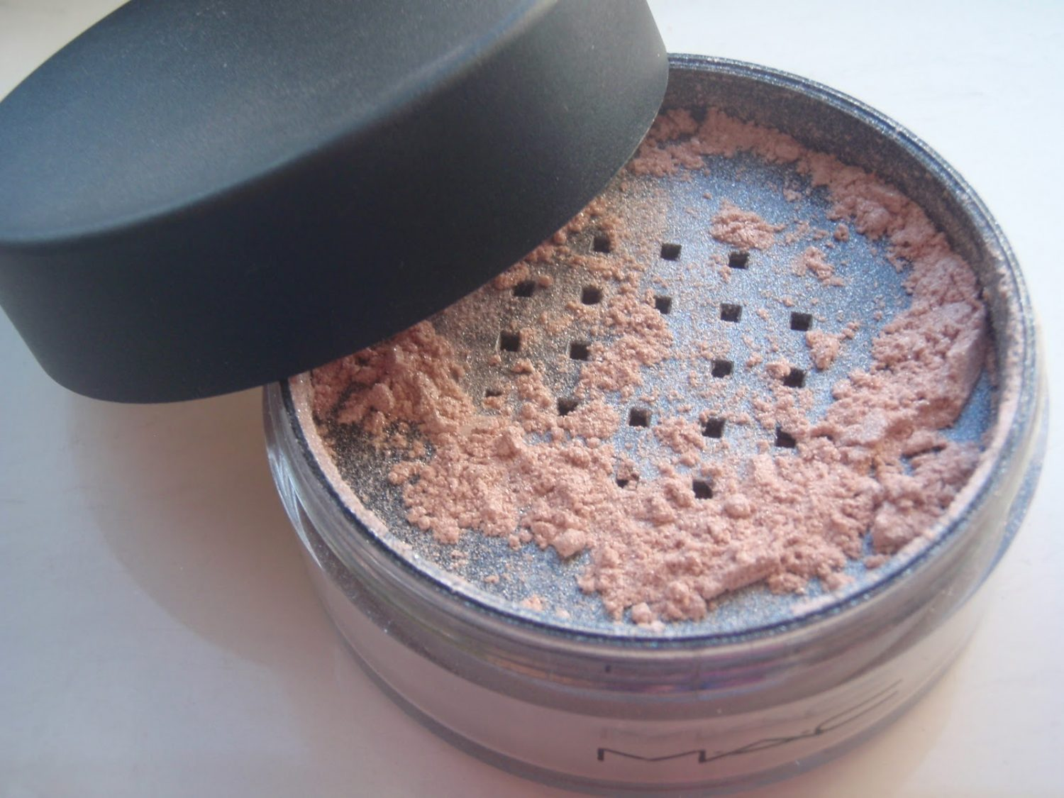 Ode to MAC Silver Dusk Iridescent Powder