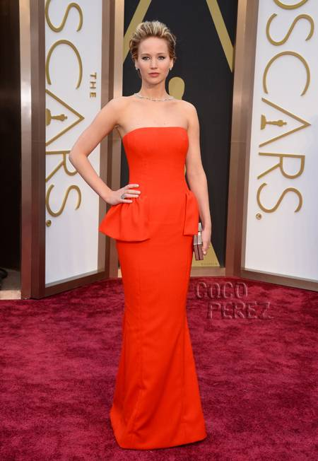 oscars-2014-jennifer-lawrence-red-carpet__oPt